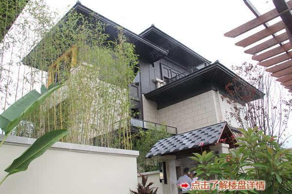 将中式建筑中的院子,围墙,花木,曲径,游亭等院落元素进行融合,以庭院