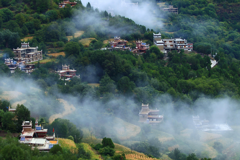 童话世界:甲居藏寨