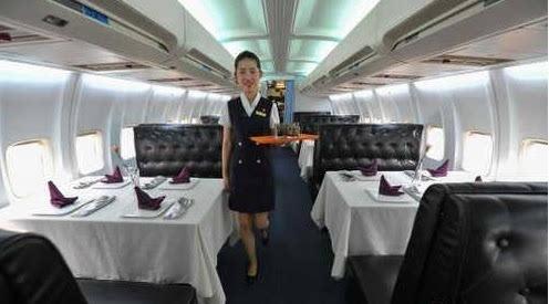 中国内地首家由真飞机改造而成的餐厅近期在武汉光谷