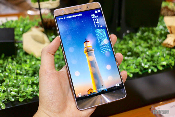 全球首款骁龙821手机:华硕Zenfone 3 尊爵上手图赏的照片 - 1