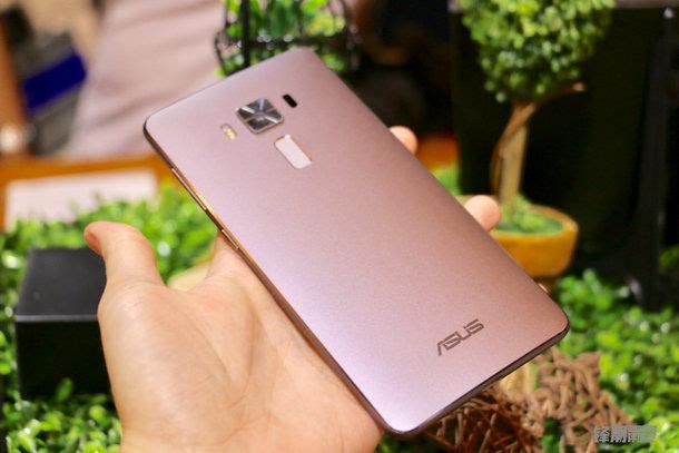 全球首款骁龙821手机:华硕Zenfone 3 尊爵上手图赏的照片 - 5