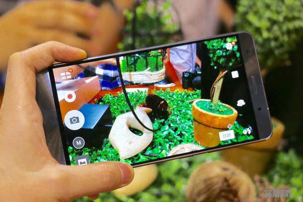 全球首款骁龙821手机:华硕Zenfone 3 尊爵上手图赏的照片 - 7
