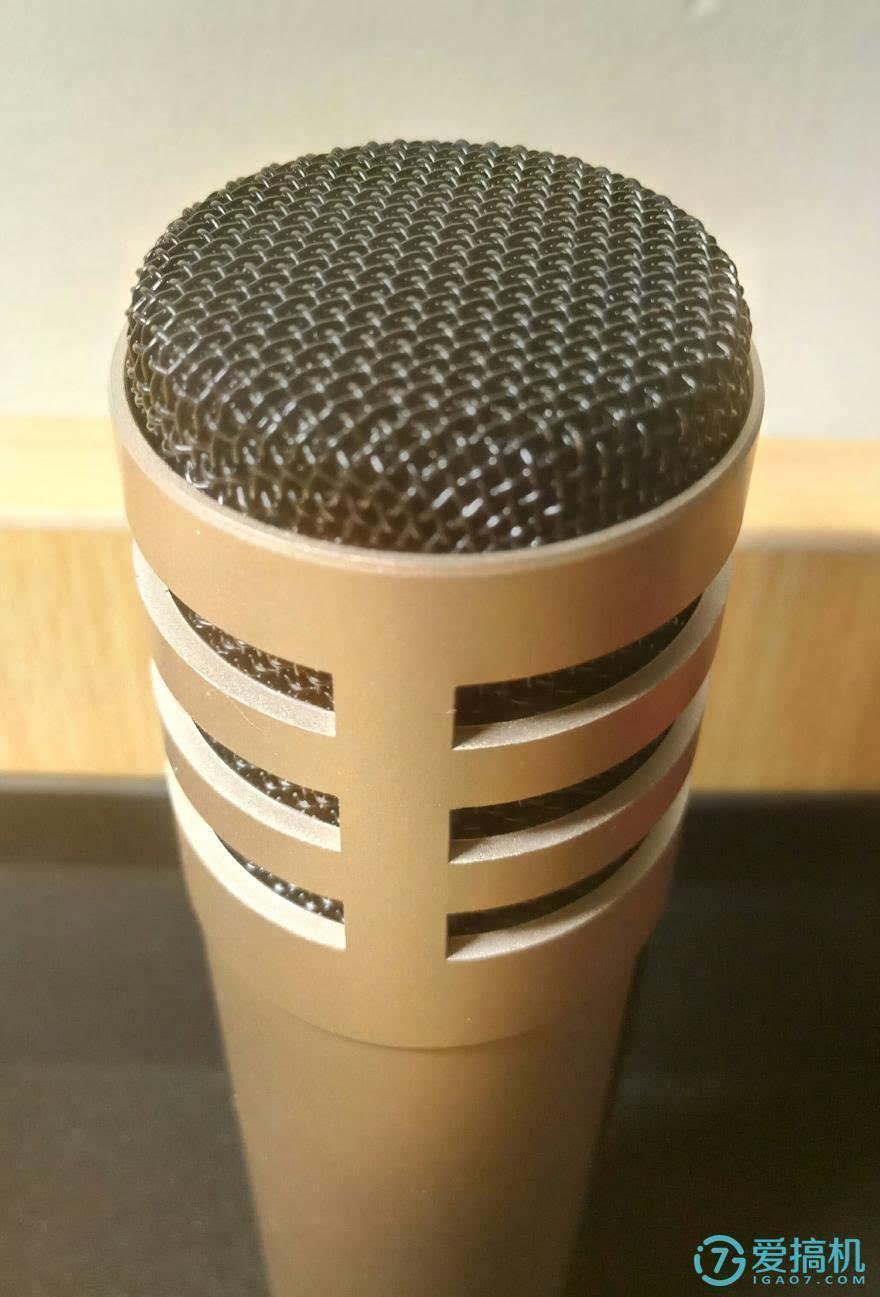 麦克风音头采用背极式电容音头,心型指向电容麦,德国进口,并且音头