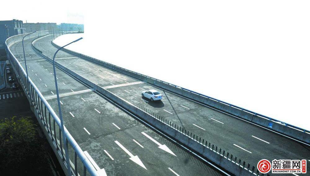 乌鲁木齐三屯碑高架全线试通车 原先半小时车程如今只用十分钟图片