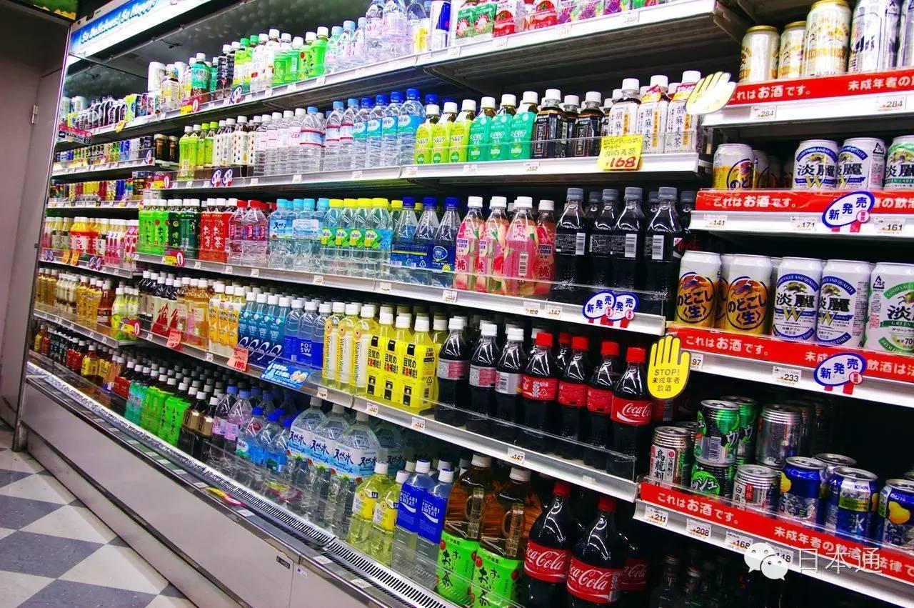所以,同样的一个瓶装饮料,在便利店买要比在超市里买高出几十图片