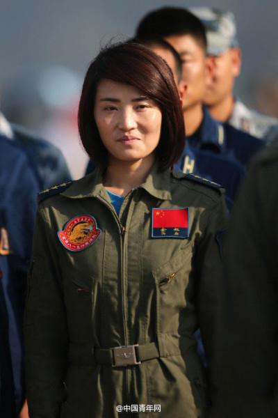 歼10女飞行员余旭生前照片