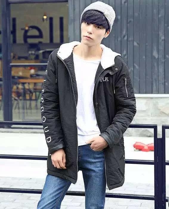 冬季男装搭配4 棉服+白色t恤+牛仔裤+针织帽