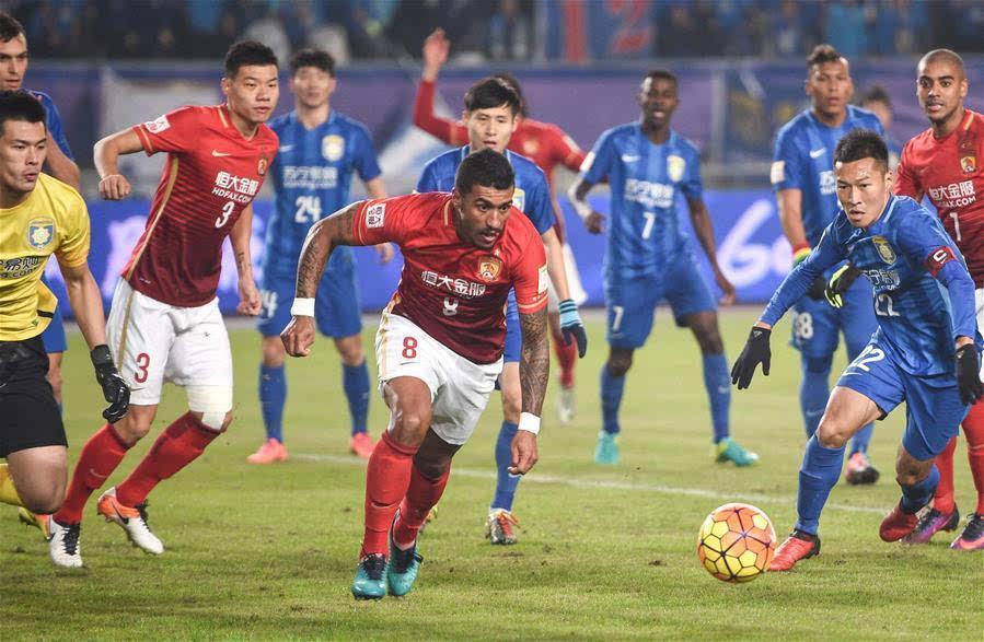 中国足球队vs马里队_当日,在2016年中国足球协会杯决赛次回合的比赛中,江苏苏宁易购队主场