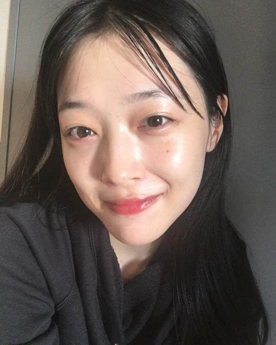 f(x)宋茜,宋慧乔等女星也经常在社交网站上传自拍照,有很多是素颜出镜