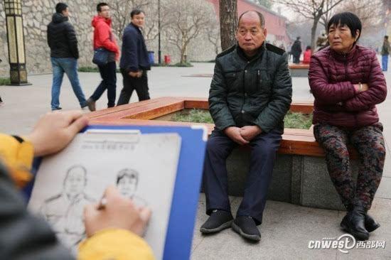 新闻 正文  12月9日,西安大雁塔景区,十多名备战2017美术联考的艺考生