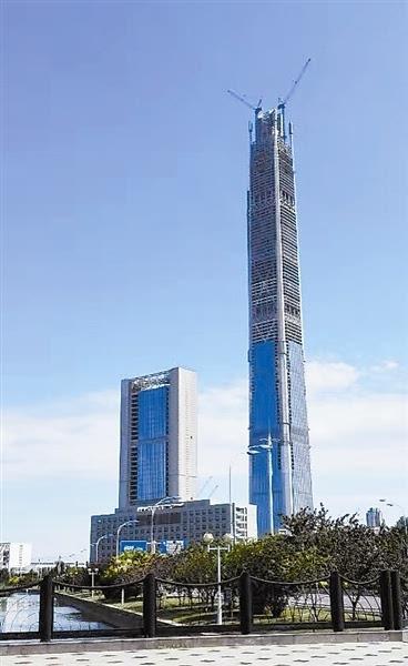 """天津117大厦安装柔性幕墙 """"玻璃外衣""""597米长"""