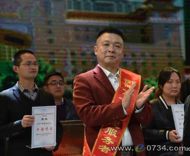 """爱满雁城:唐备战和他""""有困难请找我""""特殊名片"""