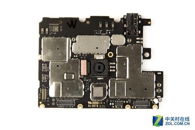 2:iphone电路板上所有的连接器位置四周