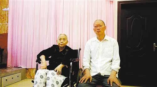 郭世忠(左).