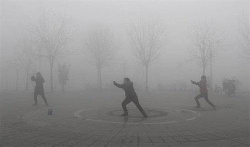 """京津冀及周边多地""""爆表""""专家释疑雾霾七大误读"""""""