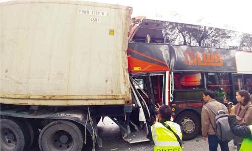 香港圣诞节产生三车连撞事故42人受伤(图)
