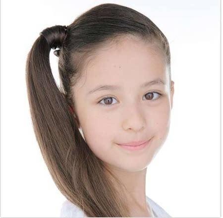 一位混血小萝莉木内舞留曾走红网络,日俄混血的她今年仅13岁,神似