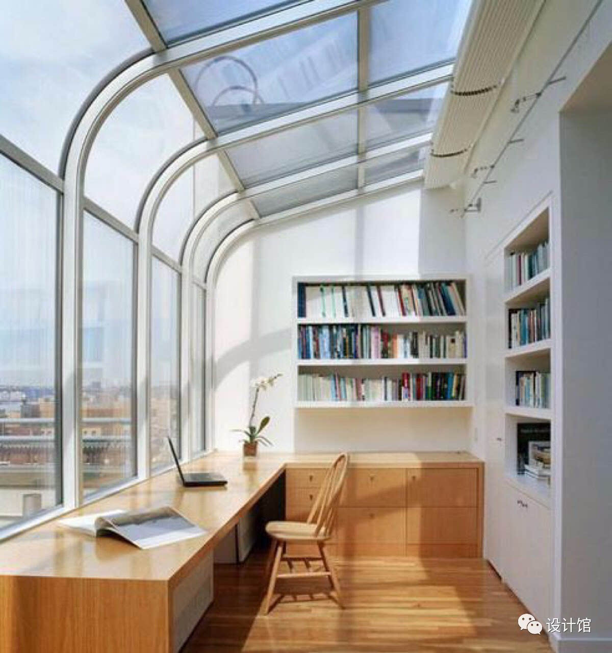 阳台不晒衣服 改造成榻榻米书房,可实用了