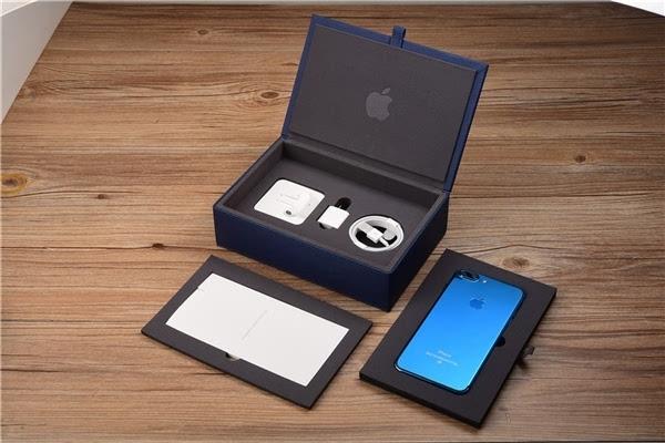 """亮蓝色iPhone 7国内惊艳开箱颜色骚到极致"""""""