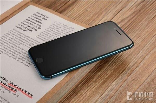 """亮蓝色iPhone 7惊艳亮相 美就一个字"""""""
