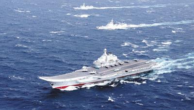 中国海军航母编队在南海组织舰载机起降训练