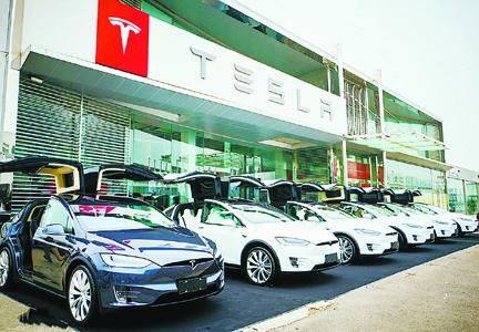 汽车 互联网/在去年公布了一张首次盈利的三季度业绩报表后,以互联网思维...