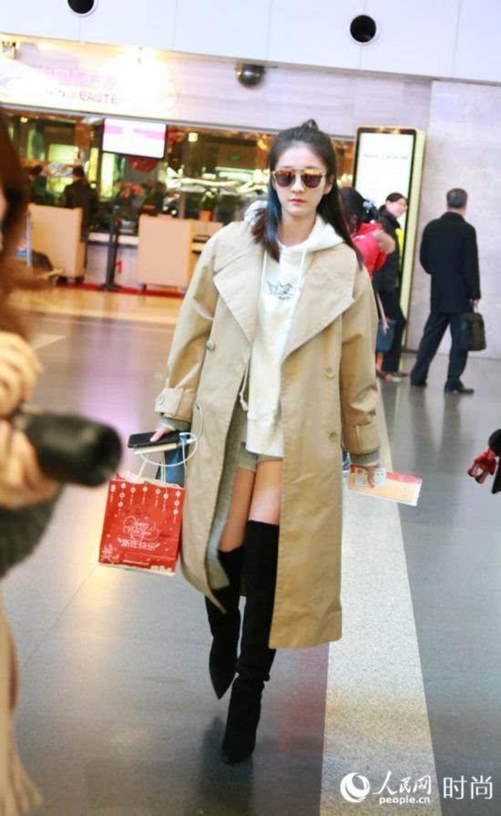 张雪迎墨镜配长靴现身机场