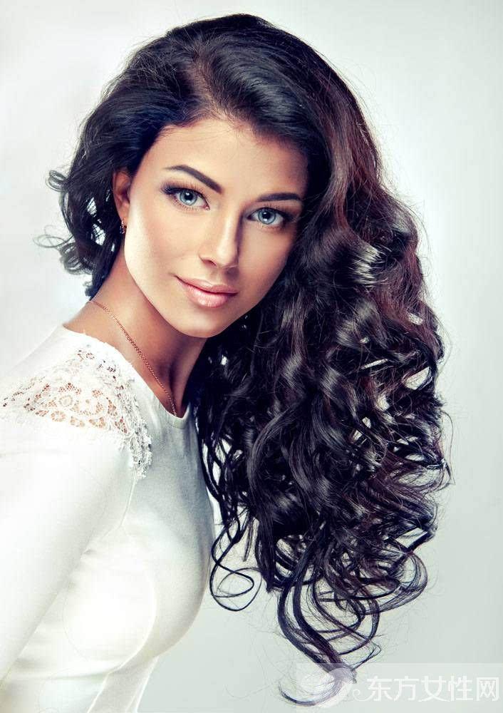 时尚 正文  不得不说欧美系的卷发很好看,自带的欧美发色与优美的波浪图片