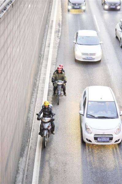 合肥男子骑电动车坠亡下穿桥 天冷路滑出行注意安全