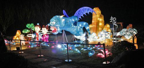 100名工匠精心打造 青岛最大花灯节亮相西海岸生态观光园