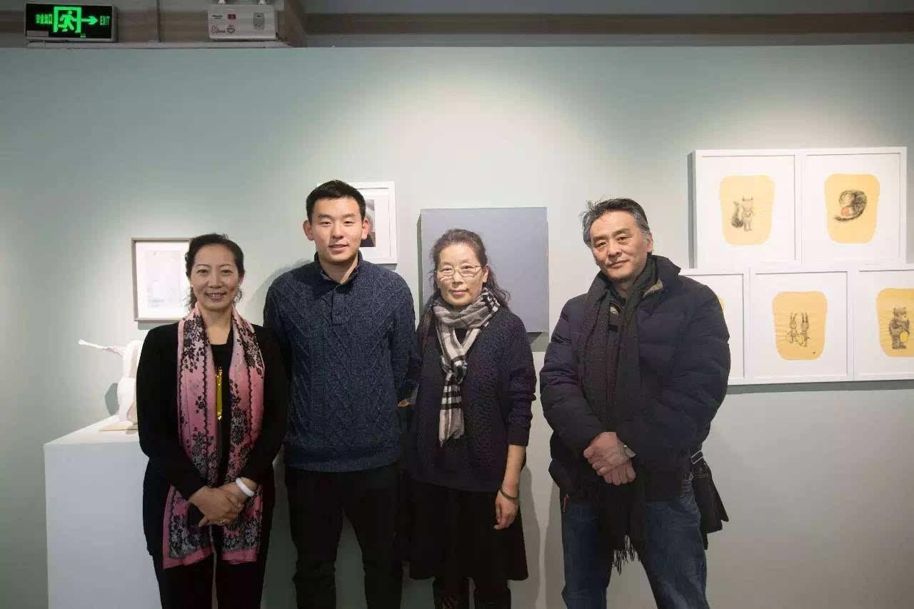 小艺术家孙玛侬与妈妈陈衍,朱砂,王咪,柔柔合影