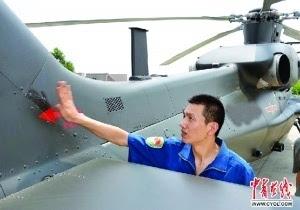 陆航 张浩在/2014年9月10日,张浩在飞行前检查心爱的战鹰资料图