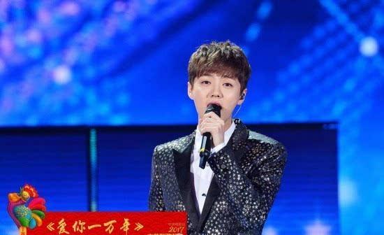 歌曲《当那一天来临》,领唱:张 陈小涛,合唱:中国人民解放军三