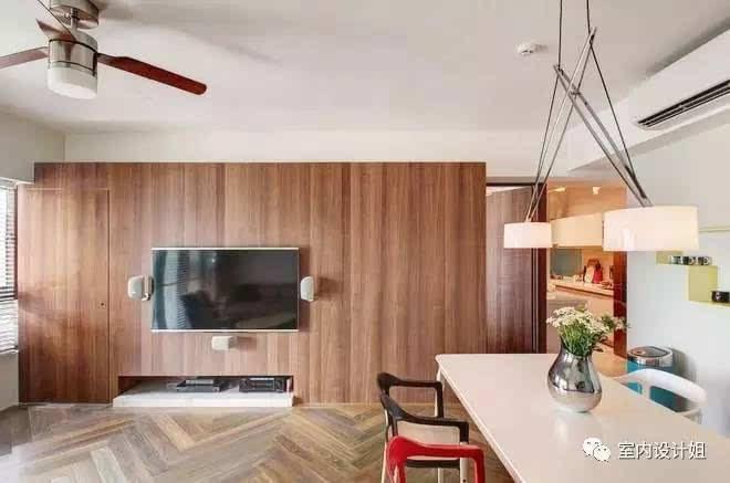 用大理石做电视墙的要综合考虑结合自己的自身需要来选择; 用木地板