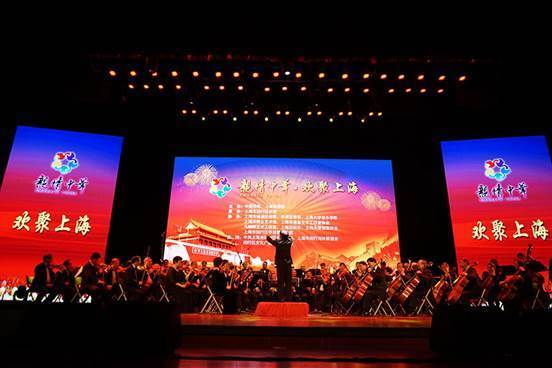 (上海市闵行区侨联管弦乐团《红旗颂》 摄影:白宇)