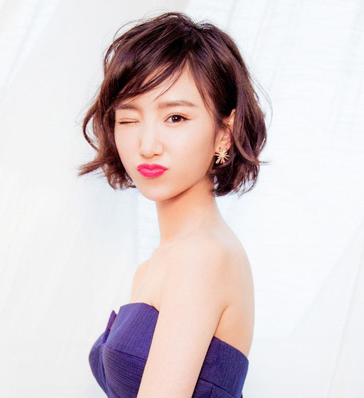 毛晓彤的红棕色短发也很美,显白又迷人,特别美.