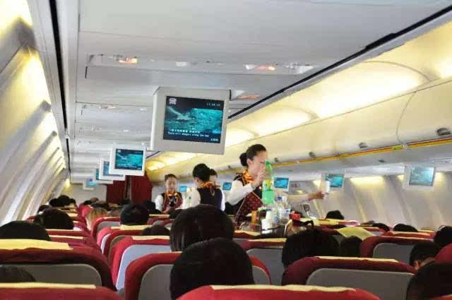 坐飞机乘飞机出行的旅客