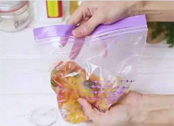 只要一个保鲜袋,不用火不用油,两分钟做好一家人早餐,太省事儿啦!