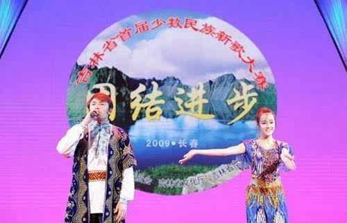搜狐公众平台 迪丽热巴出道前照片 曾做售楼小姐还当了销售冠军 上学