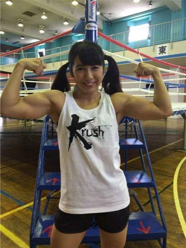 日本现真人版春丽:美少女颜值+汉子肌肉