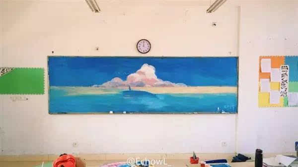 有才 16岁女高中生酷似刘亦菲,比颜值更可怕的是她画的黑板报 挪不图片
