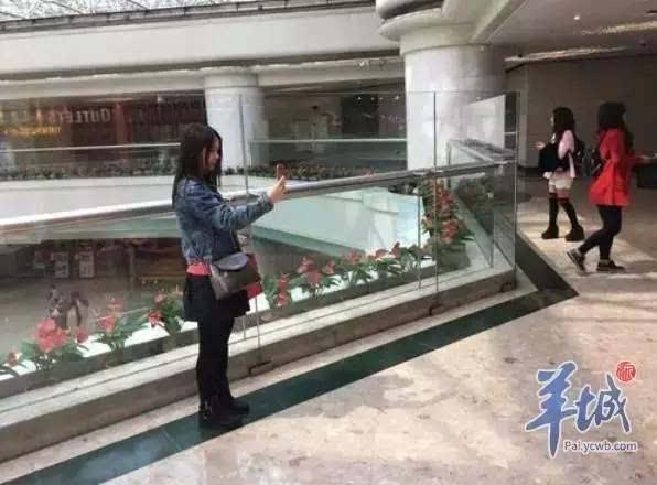 记者调查:广州大商场中庭围栏安全吗?图片
