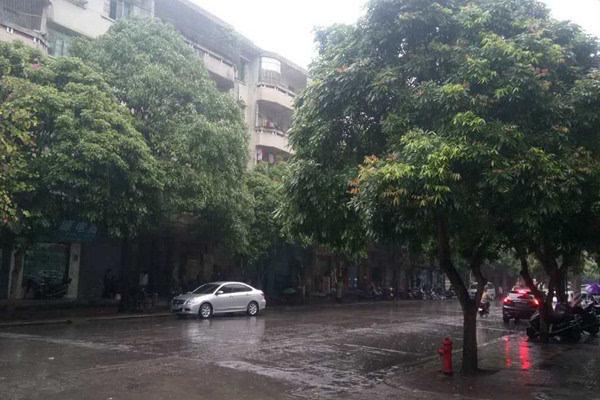 全国大部升温京津冀将达15  南方迎暴雨