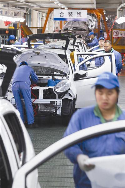 据悉,江铃新能源汽车公司通过引进智能化设备,实现汽车车身自制,并