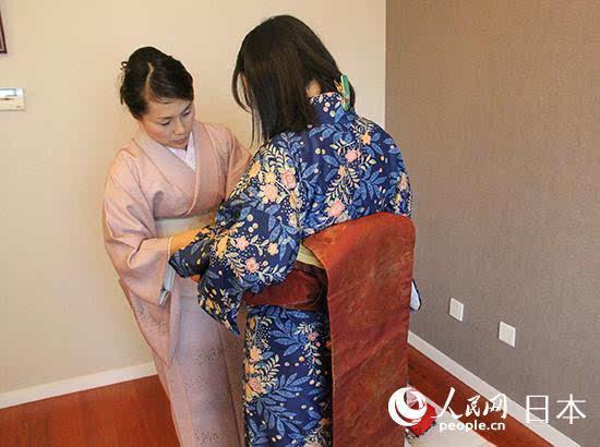 和服有各种各样的花纹及材质,可以搭配出自己的独特风格,由长方形的