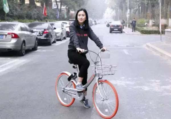 速写   摩拜胡玮炜:女文青的城市单车梦想