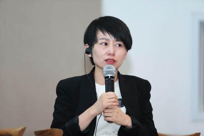 weiss和芥茉品牌联合创始人,设计师吴聪发言