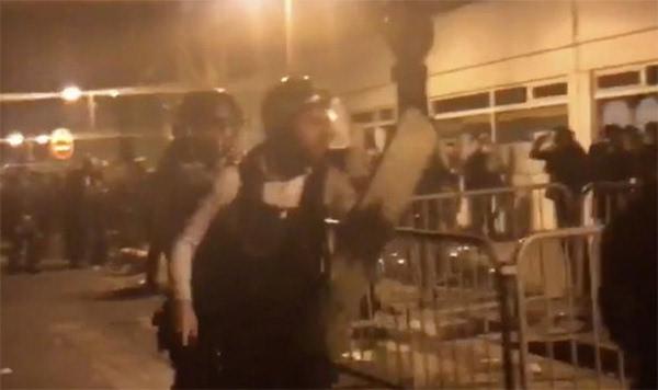"""巴黎亚裔民众抗议""""中国人被警察射杀"""" 死者或曾有精神问题"""