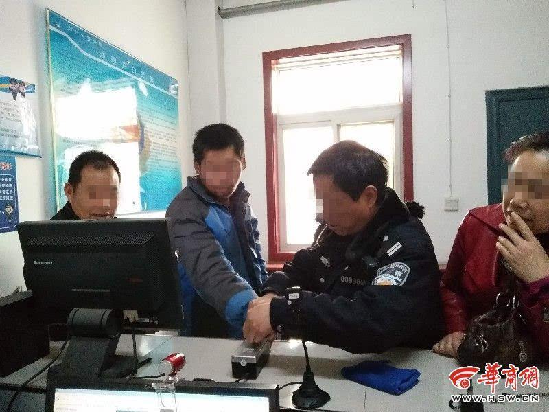 铜川民警耐心帮智障男录指纹 最终领取身份证