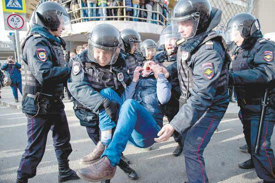 俄罗斯爆发游行坏家伙又生事端